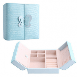 Luxurious body jewellery / piercing box with butterfly