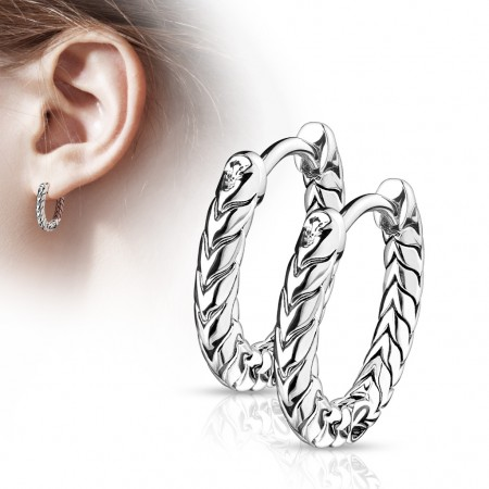 Pair of round scaled earrings with hinge