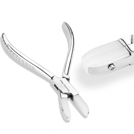 Plier for nose fishtails to nose studs